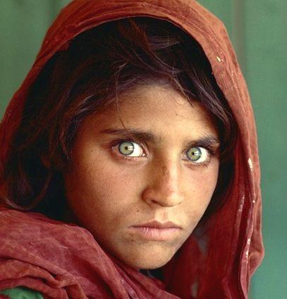 Niña afgana fotografíada por Steve McCurry en 1985. Foto: National Geographic.